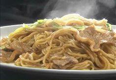 焼きそば激変!こんなワザがあったとはスペシャル - NHK ガッテン! Japanese Noodles, Japanese Food, Asian Recipes, Ethnic Recipes, Food Photography, Spaghetti, Food And Drink, Lunch, Meals