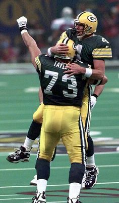 Aaron Taylor and Brett Favre. #superbowl #3 #xxxi #nfl #packers