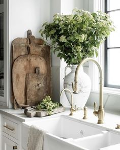 Interior\Lifestyle Photography (@public311design) • Instagram photos and videos Cottage Kitchens, Studio Mcgee, Cozy Cottage, Home Staging, Rustic Kitchen, Lifestyle Photography, Vignettes, Modern Farmhouse, The Past