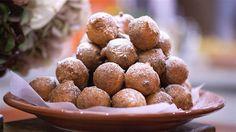 Top deep-fried Italian ricotta balls with sugar, Nutella and ice cream