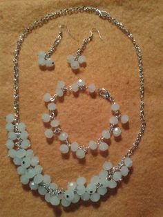 Collar, pulsera y aretes cristales blancos opaco !