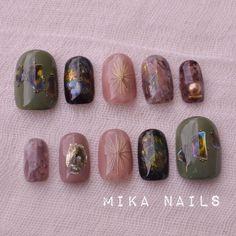 Mika Watanabe(渡邊 美夏)さんはInstagramを利用しています:「オーダーネイルチップ♡ 少しちぐはぐ♡ こちらのデザインやはり 可愛すぎます(*´꒳`*)…」 Pretty Nail Designs, Nail Art Designs, Hot Nails, Hair And Nails, Nail Manicure, Nail Polish, Office Nails, Two Tone Nails, Autumn Nails