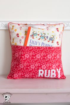 How to sew a reading pillow with this free tutorial. Make a personalized pocket pillow, cute sewing gift for kids. The Original Reading Pillow Pattern. Sewing Projects For Beginners, Sewing Tutorials, Sewing Hacks, Sewing Crafts, Sewing Tips, Crafts To Sew, Kid Sewing Projects, Fall Crafts, Easter Crafts