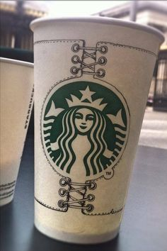 Barista de Starbucks crea diseños especiales sobre los vasos de sus clientes