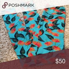 LULAROE Leggings These are very beautiful, just haven't reached for them. I think they called them mimosas? Size OS, New. They come with original packaging. According to the LuLaRoe website, size OS fits approx sizes 2-10. LuLaRoe Pants Leggings