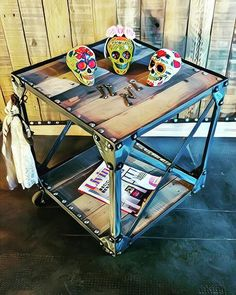 Mesa Rap Calaveras gentileza dehelesponto helenareparaz@gmail.com #artesanosenhierro #vintage #industrial #vintageindustrial #blacksmith #craftmade #skull##love #chic #metal #artwork#table #wood #rap#peace✌ ##furniture