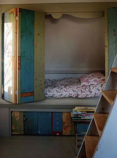Hidden bed, I really wish I could have one.... But it would be so much $!!!