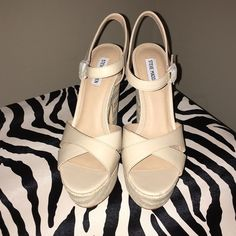 Nude Platform Sandal Super cute nude Heels by Steve Madden! Perfect for any outfit! Steve Madden Shoes Heels
