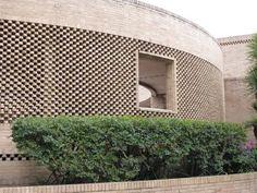 Rogelio Salmona. Z Brick, Brick Masonry, Brick And Wood, Brick Facade, Brick And Stone, Brick Wall, Brick Architecture, Museum Architecture, School Architecture