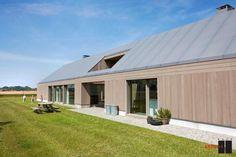 Rénovation d'une grange et prolongation en L d'une ferme aux allures contemporaines http://sco.lt/6IYom9