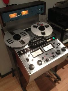 Crown Audio, Mechanical Calculator, Crt Tv, Audio Sound, Tape Recorder, Studio Ideas, Technology, Music, Tech