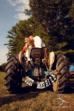 You might think this is redneck, but Iove it! Country Wedding Photos, Country Weddings, Country Style Wedding, Wedding Pictures, Rustic Weddings, Engagement Pictures, Wedding App, Wedding Wishes, Wedding Reception