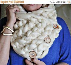 BIG SALE Super Chunky infinity scarf, chunky yarn, Australian merino knit scarf, super bulky scarf, Scarf with buttons