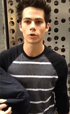 Dylan O´Brien can't sleep without his pillow. Awwww