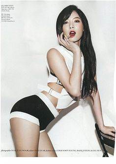 Want a change but don't want to cut off too much of your hair that you've been growing for the past gazillion years? You've come to the right gallery! Korean celebrities simply love their hair long so there is a lot of variety to choose from. You want sexy? Try Hyuna's long wavy Victoria Secret mod...