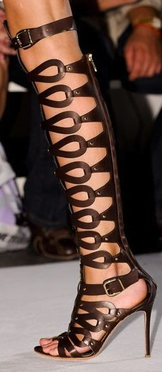 Sex and the city : Altuzarra: gladiator-like boots