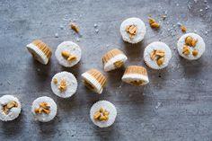 Underbart lite nyttigare julgodis som är både glutenfritt och veganskt. Smakar underbart av jordnöt, vanilj & kokos! God Jul!