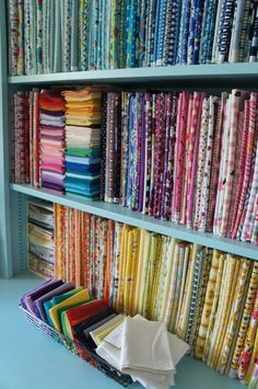 25 smart organizing ideas for your sewing room. Here are 25 sewing room organization ideas! Some may be ones you've never thought of. Get your sewing room organized today. Sewing Room Storage, Sewing Room Design, Sewing Spaces, Sewing Room Organization, Sewing Studio, Fabric Storage, Organizing Ideas, Sewing Room Decor, Quilt Studio