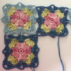 Transcendent Crochet a Solid Granny Square Ideas. Inconceivable Crochet a Solid Granny Square Ideas. Motifs Granny Square, Crochet Blocks, Granny Square Crochet Pattern, Crochet Flower Patterns, Crochet Squares, Crochet Blanket Patterns, Crochet Motif, Crochet Flowers, Granny Squares
