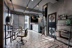 Gesamtkunstwerk Friseur: Dass die ästhetische Erfahrung eines Haarschnitts sich auch auf den Raum ausweiten kann, zeigen zehn asiatische Top-Salons.