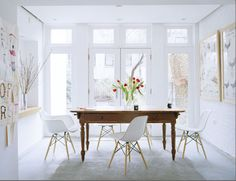 eames molded plastic chairs + vintage farmhouse table + white space | The Zhush