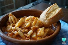 Cuttlefish recipe in sauce , This time I offer you one cuttlefish in sauce, a large dish with a tomato sauce in which you can not miss the bread. A cuttlefish in tomato sauce whic. Cuttlefish Recipes, Spanish Kitchen, Snacks, Fish Dishes, Dessert, Tomato Sauce, Apple Pie, Macaroni And Cheese, Seafood