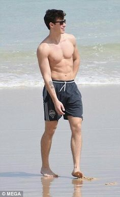 Shawn is sooo hot!!!❤️❤️✌️️✌️️