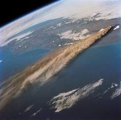kliuchevskoi september eruption russias volcano history geology russia aboar space miles from seen nasa September 30 1994 The eruption of Russias Kliuchevskoi volcano as seen from 115 miles up aboarYou can find Geology and more on our website Volcan Eruption, Erupting Volcano, Montage Photo, To Infinity And Beyond, Science And Nature, Outer Space, Geology, Magick, Remote Sensing