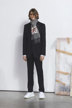 Stella McCartney unveiled the lookbook for her Autumn/Winter 2018 collection. (Visited 11 times, 1 visits today)