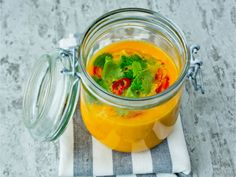 Gulrotsuppe med chili, appelsin og ingefær Clean Eating Recipes, Cooking Recipes, Healthy Recipes, Healthy Dinners, Healthy Food, Slow Cooker Soup, I Want To Eat, Chili, Spicy