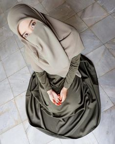 Niqab Fashion, Muslim Fashion, Fashion Outfits, Beautiful Muslim Women, Beautiful Hijab, Beautiful Dress Designs, Islamic Girl, Casual Hijab Outfit, Beautiful Girl Photo