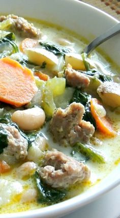 Italian Sausage, Potato & Spinach Soup Cooler weather is here and that always means a lot of comforting and cozy meals at our house! Healthy Recipes, Soup Recipes, Dinner Recipes, Cooking Recipes, Spinach Soup, Kale Soup, Veggie Soup, Cabbage Soup, Gourmet