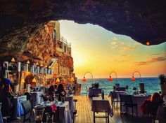 This restaurant is situated in a cave right next to the Adriatic Sea. Its menu offers a series of seafood and fish specialties and Italian recipes. There is a tasting menu or you can order à la carte, but to be honest, the only thing that matters is the amazing view.