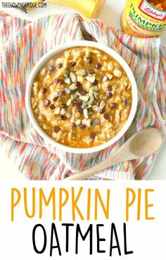 Healthy Vegan 'Pumpkin Pie Oatmeal'. Warming, comforting and creamy, this bowl of pumpkin goodness will get you feeling good and keep you full until lunch.