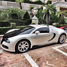 Sexy Cars -                                                              Bugatti Veyron.Luxury, amazing, fast, dream, beautiful,awesome, expensive, exclusive car. Coche negro lujoso, increible, rápido, guapo, fantástico, caro, exclusivo.