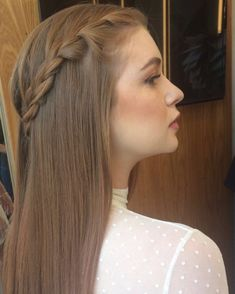 These simple wedding hairstyles truly are amazing Curly Wedding Hair, Simple Wedding Hairstyles, Bride Hairstyles, Prom Hair, Bridal Hair, Stylish Hair, Simple Weddings, Hair Looks, Hair Makeup