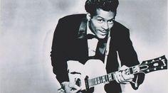 """Buon 90esimo compleanno, Chuck Berry, il """"Re del rock and roll""""! Charles Edward Anderson Berry, meglio conosciuto come Chuck Berryspegne quest'oggi ben 90 candeline!Nato a Saint Louis in Missouri (Stati Uniti) il 18 ottobre 1926, Chuck e` stato ribattezzato il v #chuckberry"""