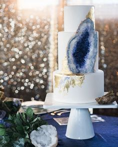 Geode inspired 2017 Wedding Cake Trends - Hottest Wedding Cake Trends for 2017 - Discover wedding cake inspiration for your big day, from elegant marble to nature inspired geode cake designs. Bolo Geode, Geode Cake, Icing Cake Design, Cake Designs, Naked Cake, Before Wedding, Cake Trends, Dream Wedding, Wedding Day