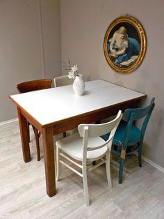 Neuzugang im ´Salon: rechteckiger Küchentisch aus Eiche mit einer Art weißen Resopalplatte... #KüchentischEiche #Küchentisch #Tisch #VintageTisch #RetrosalonKöln #Retrosalon #Vintagemöbel #vintagefurniture #vintage #Upcycling