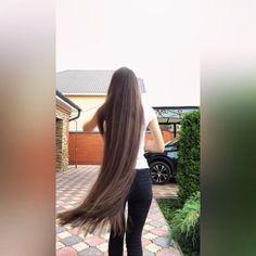 VIDEO on Instagram Long Hair Video, Super Long Hair, Silky Hair, Layered Cuts, Dream Hair, Female Images, About Hair, Hair Videos, Rapunzel