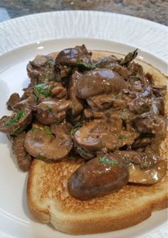 CREAMY MUSHROOMS ON TOAST under 400 calories. A little bit of luxury won't go amiss on a blustery day!