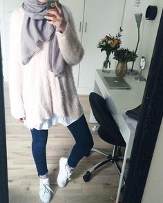Hoodies and oversized sweaters with hijab – Just Trendy Girls Muslim Women Fashion, Arab Fashion, Islamic Fashion, Modest Wear, Modest Outfits, Modest Fashion, Fashion Outfits, Casual Hijab Outfit, Hijab Chic