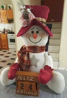 Diy Christmas Ornaments, Christmas Decorations To Make, Christmas Snowman, Christmas Time, Christmas Stockings, Diy And Crafts, Christmas Crafts, Holiday Decor, Snowman Decorations