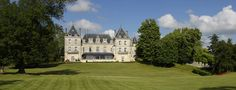 Château de Mirambeau, Boutique Hotel and Gourmet restaurant in the country Mirambeau, offers an exceptional service in a beautiful property.
