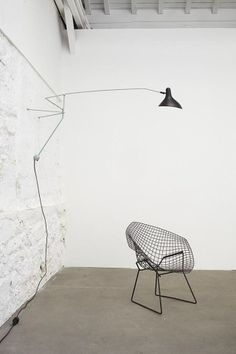 Diamond Chair by Harry Bertoia for Knoll Mantis Lamp Collection Modern Chairs, Modern Furniture, Furniture Design, Chair Design, Interior Architecture, Interior And Exterior, Dcw Editions, Vintage Design, Cool Chairs