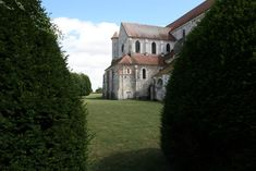Abdij van Pontigny: de grootste cisterciënzer kerk van de wereld ****   Dorpen in Frankrijk Mansions, House Styles, Manor Houses, Villas, Mansion, Palaces, Mansion Houses, Villa