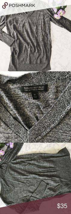 Banana Republic | Pima Cotton Cashmere Sweater Banana Republic Cashmere and cotton sweater in perfect condition! Perfect for the fall and winter. Soft and comfy. Splits at the end for a cute look! Measurements: L-26in. W-21in. 💕B1-019 Banana Republic Sweaters V-Necks