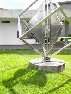 """Monumento en el Museo de Arte Moderno """"Jesús Soto"""", Estado Bolívar, Venezuela. Hoy, 11/08/2013. / Monument at the Museum of Modern Art """"Jesus Soto"""", Bolivar State, Venezuela. Today, 08/11/2013."""