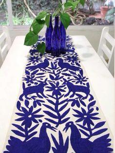 Camino azul/white Tenango de Doria. www.muridisenomexicano.com comercializa textiles artesanales mexicanos.