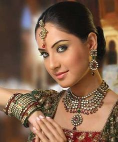 Today in Pakistan as well as India Kundan Jewellery trend is highly in fashion. Its been said that roots of kundan work are in Mughal era. Puja Banerjee, Pooja Bose, Asian Wedding Dress, Asian Bridal, Indian Bridal Fashion, Most Beautiful Indian Actress, Cute Beauty, Indian Celebrities, Indian Beauty